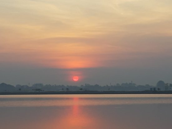 Sonnenaufgang That Luang Lake